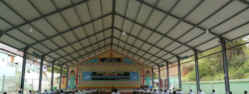 suasana ujian di Pesantren Modern Misbahul Ulum